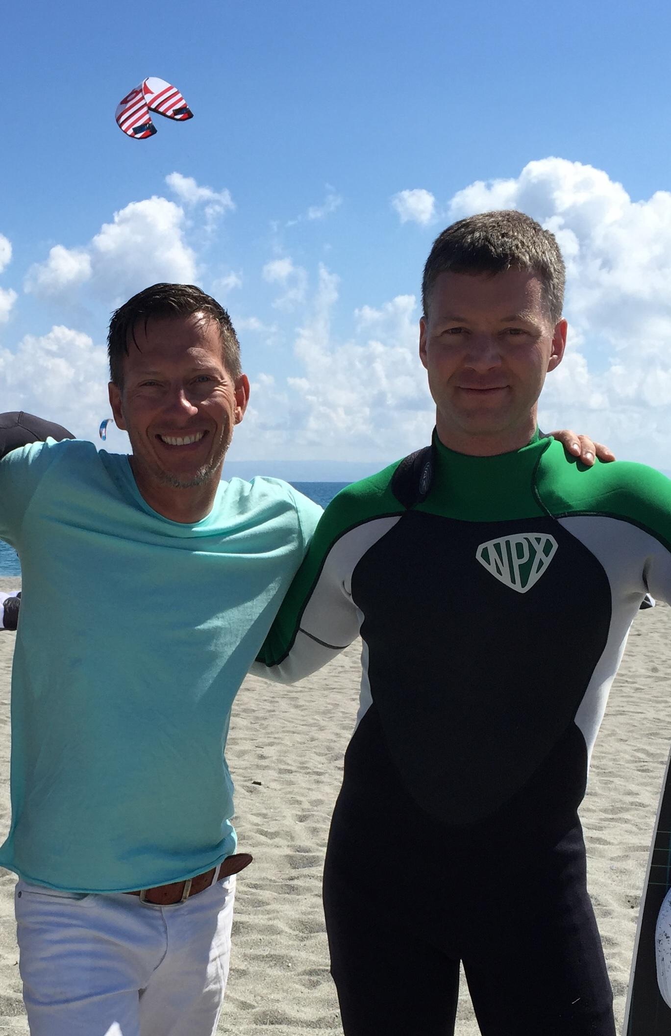 boardandbed Gründer Andreas mit Mitgründer Nikolaus am Hangloose Beach